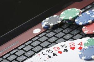 Nałogowi hazardziści w sieci. Problem ma kilkanaście tysięcy nastolatków