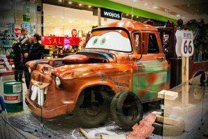 Weekend w centrach handlowych: bajkowe auta, jarmark