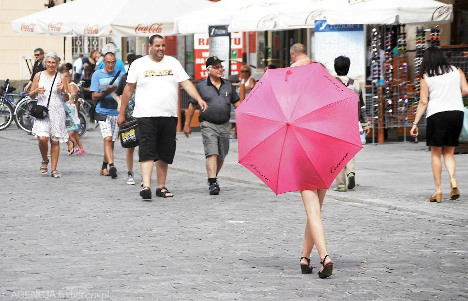 Charakterystyczne różowe parasolki zapraszały do klubów go-go