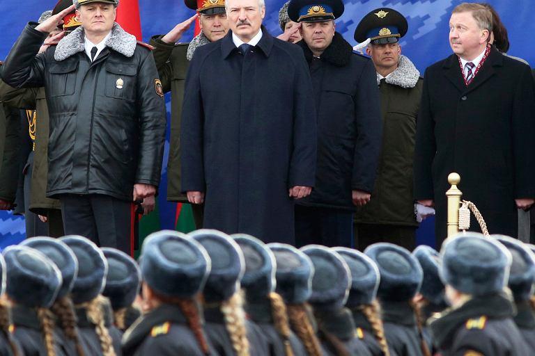 Aleksander Łukaszenka podczas niedawnej parady z okazji Dnia białoruskiej milicji