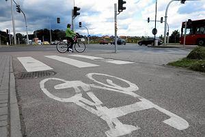 http://bi.gazeta.pl/im/09/91/b7/z12030217M,Sciezka-rowerowa-przy-skrzyzowaniu-ulic-Sikorskiego-.jpg