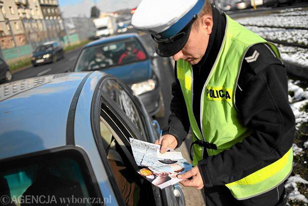 Pierwszy tydzie� nowych przepis�w. 694 kierowc�w straci�o prawo jazdy