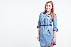 7c532f2821 Jeansowe sukienki na wiosnę i lato - sprawdź najciekawsze modele
