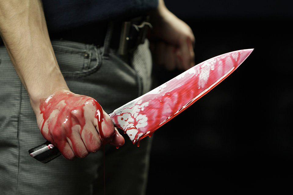 zakrwawiony nóż
