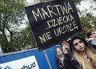 """Sejm o zaostrzeniu przepisów ws. aborcji, w kraju """"czarne protesty"""" [SKRÓT DNIA]"""