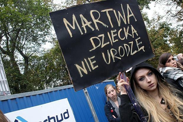 """Sejm o zaostrzeniu przepis�w ws. aborcji, w kraju """"czarne protesty"""" [SKR�T DNIA]"""
