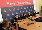 PiS przyjmie nowy program. Partia Kaczyńskiego chce opodatkować hipermarkety i zlikwidować gimnazja