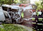 Czo�owe zderzenie bus�w. Zmar�a sz�sta ofiara, 21 rannych