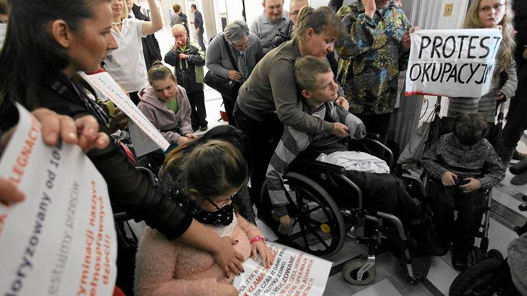 Protest okupacyjny rodziców dzieci niepełnosprawnych