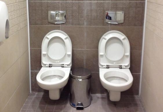 Rosyjskie, podw�jne toalety, z kt�rych �mia� si� ca�y �wiat