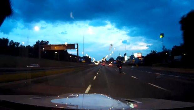 Pirat drogowy w BMW. Internauci wskazują domniemanego sprawcę, a policja potwierdza: wytypowaliśmy dwie osoby