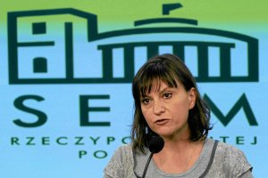 """Stankiewicz po reakcji na jej s�owa o �mierci Kmiecik�w: """"To szczucie. Wojskowa fala. Mam prawo do w�tpliwo�ci"""""""