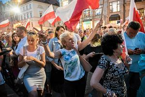 Takich tłumów jeszcze nie było. 10 tys. osób protestuje w obronie demokracji i niezależności sądów [ZDJĘCIA, WIDEO]