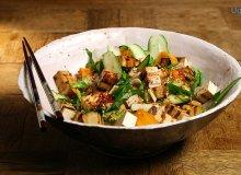 Sa�atka: wst��ki warzyw z pra�onym sezamem i marynowanym tofu - ugotuj