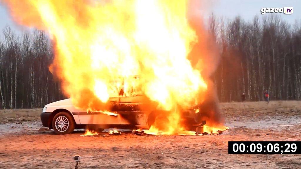 Próba ogniowa samochodu z instalacją LPG