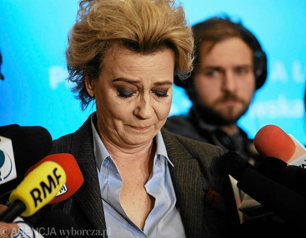 Emocjonalne wystąpienie prezydent Łodzi Hanny Zdanowskiej w trakcie konferencji prasowej, po postawieniu jej zarzutów prokuratorskich, Łódź, 18.11.2016 r.