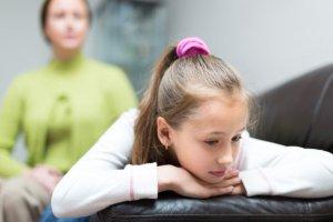 Jak zadba� o dziecko, gdy jeden z rodzic�w jest uzale�niony?