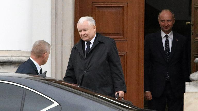 Prezes PiS Jarosław Kaczyński wychodzi ze spotkania z prezydentem RP Andrzejem Duda w sprawie reformy sądownictwa,  Warszawa, Belweder 22.09.2017
