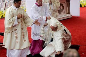 Wizyta u kard. Macharskiego i upadek podczas mszy. Wa�ne chwile pielgrzymki