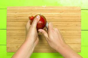 Szybki i łatwy sposób na obranie owocu granatu