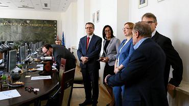 Siedziba KRS. Czwarta od prawej - sędzia Teresa Kurcyusz-Furmanik