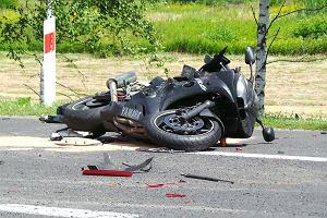 19-latka zgin�a na motocyklu. Utrudnienia na trasie lubelskiej