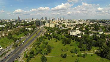 Widok na Warszawę z lotu ptaka w okolicy Bramy Zachodniej i Dworca Zachodniego .