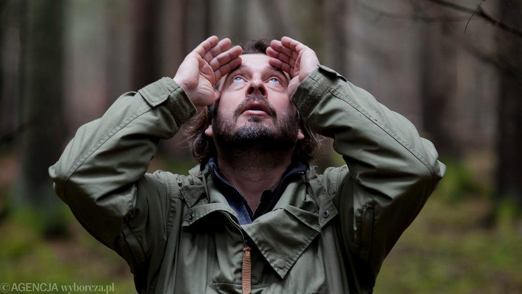 Adam Wajrak w Puszczy Białowieskiej. Teremiski, 12 lutego 2016 / Fot. Marcin Onufryjuk / Agencja Gazeta