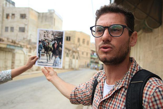Achiya Schatz z BtS pokazuje, jak główna ulica starego Hebronu wyglądała przed zamknięciem