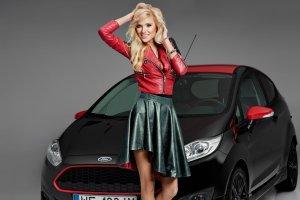 Dziewczyna i samoch�d | Agata i Ford Fiesta Black Edition