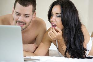Polacy mają tradycyjne gusta, jeśli chodzi o porno (fot. LuckyBusiness/istockphoto)