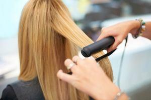 Prostujesz włosy? Sprawdź, czy nie popełniasz tych błędów