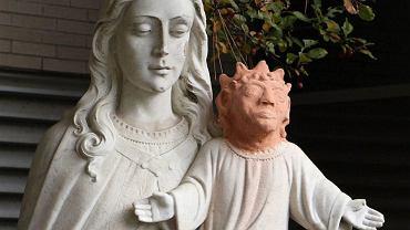 Rzeźba przed kościołem św. Anny w Sudbury