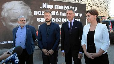 Kielce, 15 października 2018 roku.  Konferencja Platformy Obywatelskiej pod galerią Korona w sprawie 'konwoju wstydu PiS'