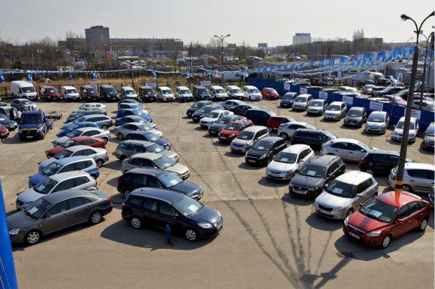 Import samochod�w u�ywanych | Polacy je�d�� z�omem