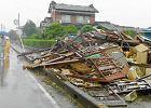 Silny tajfun uderzy� w Japoni�, ponad 260 tys. ewakuowanych [ZDJ�CIA]