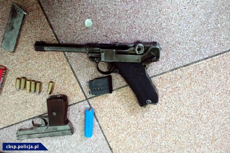 Cbsp Nielegalny Arsenal Broni I 2400 Sztuk Amunicji