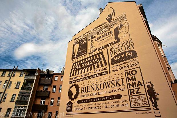 26.05.2015 Bydgoszcz , rondo Grunwaldzkie . Mural . Fot. Arkadiusz Wojtasiewicz / Agencja Gazeta