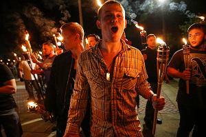 Identyfikują neonazistów z marszu w Charlottesville. Jeden z nich już stracił pracę