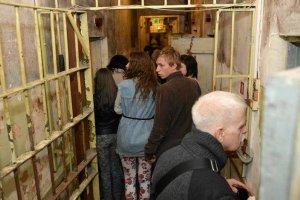 �otwa pokazuje katowni� KGB i walczy z Rosj� o histori�
