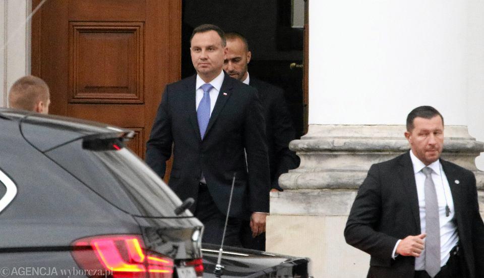 Prezydent RP Andrzej Duda wychodzi ze spotkania z prezesem PiS Jarosławem Kaczyńskmo w sprawie reformy sądownictwa,  Warszawa, Belweder 22.09.2017