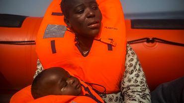 Imigrantka z Wybrzeża Kości Słoniowej uratowana  z pontonu u wybrzeży Libii