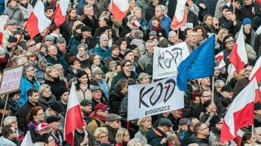 Demonstracja zwolenników KOD-u