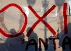 """Tsipras nie mo�e liczy� na uwielbienie w kraju. Unia zafundowa�a Grekom """"kropl�wk�, leczenie objawowe"""""""