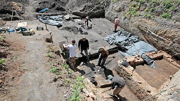 Śródka. Prace wykopaliskowe na terenie  wczesnośredniowiecznego cmentarzyska
