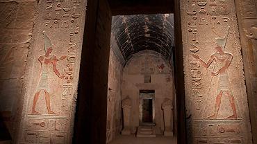 Granitowy portal i wnętrze sanktuarium Amona po konserwacji