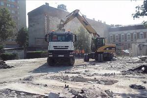 Ruszyła budowa przedłużania ul. Racławickiej. Burzą sporne garaże
