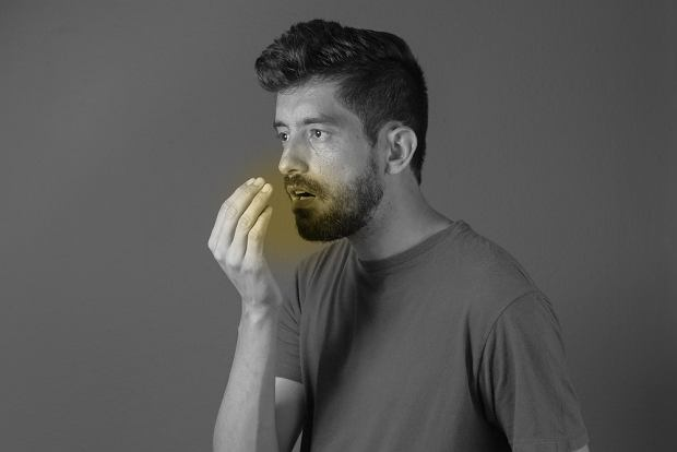 Nieprzyjemny zapach z ust - o czym może świadczyć?