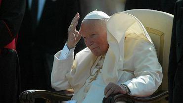 Papież Jan Paweł II na lotnisku w Bratysławie. 11 września 2003 r.