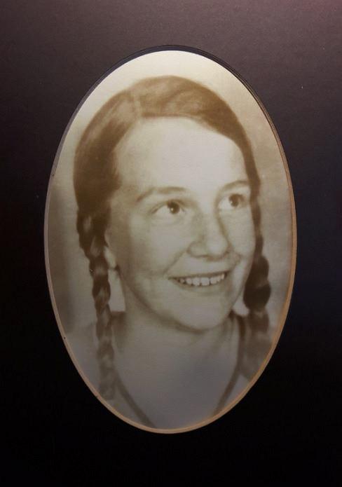 Portret Ireny Becker z czasów młodości